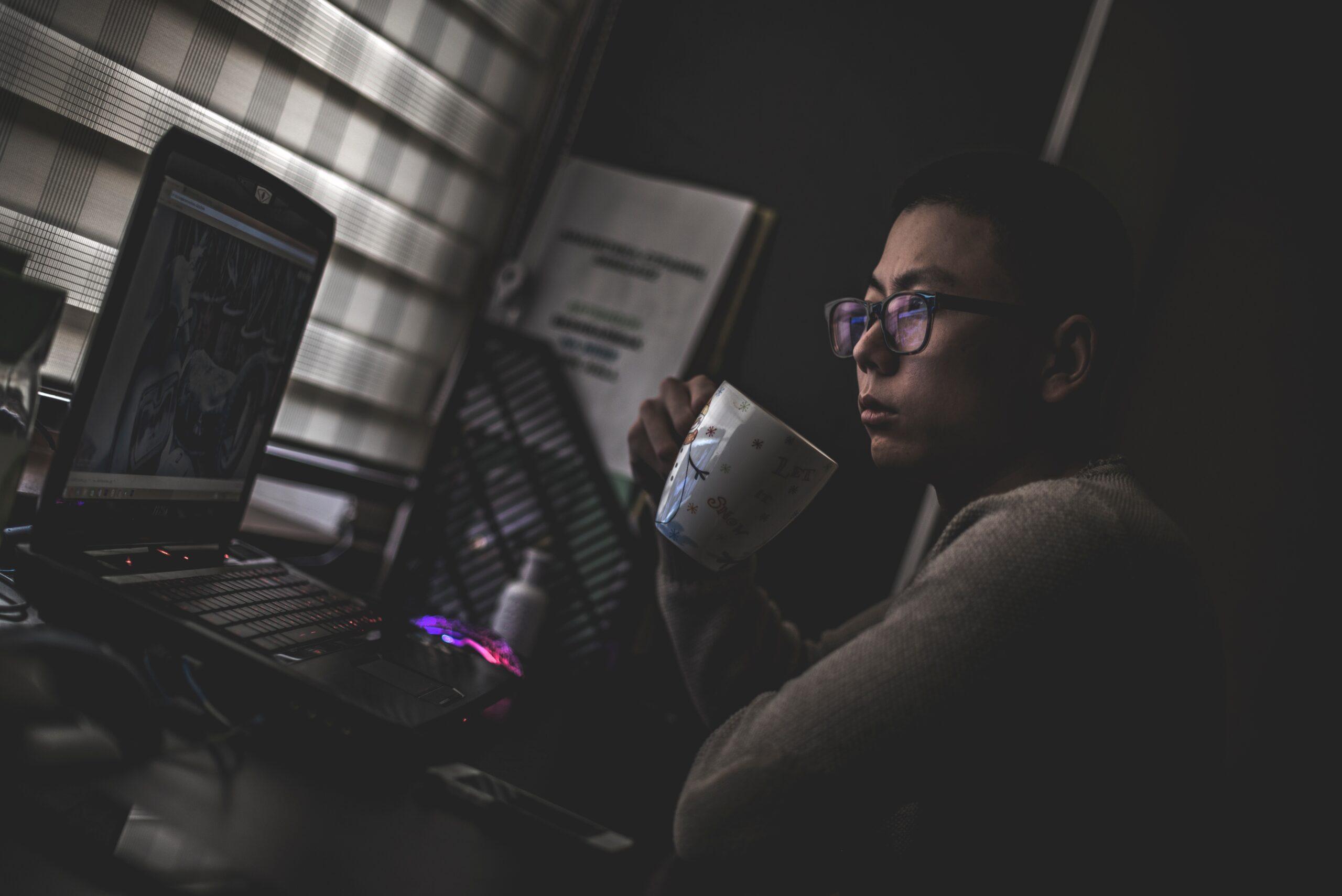 Valeriy Khan - online service